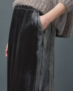 https://www.toa.st/us/product/womens winter/c3gfa/silk velvet skirt.htm?categoryref=/category.aspx?categoryid=womens%20winter&seoterm=womens%20winter&