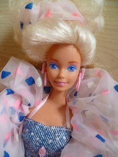 Super Style Barbie 1988. Yuck, I vaguely remember that pattern.