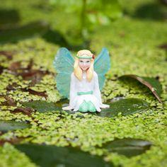 Ontmoet de drie My Fairy Garden elfjes: Blossom, Belle en Lily. Creëer je eigen magische sprookjestuin. Speel met elfjes, ontwikkel je creativiteit en leer alles over de natuur. Geschikt voor kinderen vanaf 4 jaar. MyFairyGardenMy Fairy Garden is een magisch nieuw product voor binnen én buiten waarmee kinderen hun eigen sprookjestuin kunnen creëren. Het stimuleert om buiten te spelen en de natuur te ontdekken. Tegelijkertijd stimuleert My Fairy Garden creativiteit en knutselen.