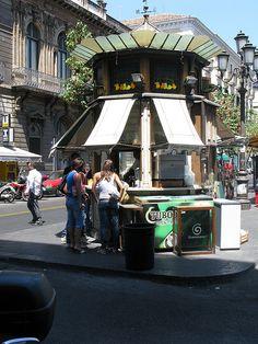 """Catania Sicily, chiosco di bevande per calmare l'arsura estiva. Only in piazza """"Umberto""""..."""
