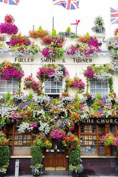 Blooming pub in Nothing Hill