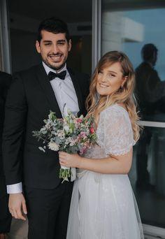 Head Crown, Wild Flowers, Bouquet, Wedding Dresses, Beautiful, Instagram, Fashion, Bride Dresses, Moda