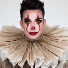Beauty vlogger James Charles just created a lot of drama over his Pennywise the Clown makeup tutorial. Scary Clown Makeup, Halloween Makeup Clown, Halloween Makeup Looks, Halloween Costumes, Clown Makeup Tutorial, Maquillage Halloween Simple, Make Carnaval, Pennywise The Clown, Fantasias Halloween