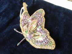 Ciondolo farfalla   tecnica Embroidery e seta  shibori. Le gioie di Gabry