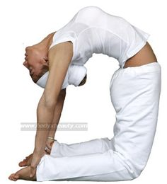 Kundalini Yoga Postures to Clear the Chakras. Camel is a heart opener for the fourth chakra. Clear and open the heart charka with gentle breath and gratitude. Kundalini Yoga Poses, Bikram Yoga, Kundalini Mantra, Pranayama, Ayurveda, Asana, Esprit Yoga, Fitness Del Yoga, Plexus Solaire