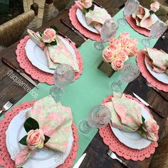 Learn how to make a dish for your table - Crochet Free Decoration Table, Table Centerpieces, Dinner Party Table, Crochet Towel, Beautiful Table Settings, Table Set Up, Napkin Folding, Deco Table, Table Linens