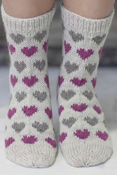 Knitting Patterns Mittens Socks with hearts Novita Nalle Baby Knitting Patterns, Crochet Patterns, Knitted Heart, Knitted Bags, Woolen Socks, Big Knit Blanket, Big Knits, Patterned Socks, Knitting Socks