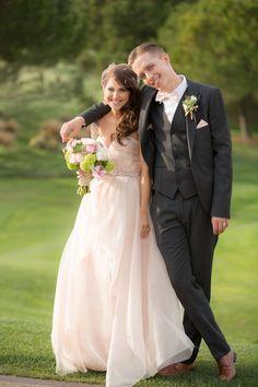 Pin for Later: 19 Hochzeitskleider, die verzaubern – auch wenn sie nicht weiß sind Pastell-Pink, wie gemacht für eine Prinzessin