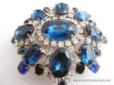 Bello y espectacular gran broche vintage con finos cristales de bohemia, firmado