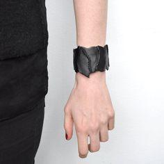 Bracelet en cuir noir pour femme / .CIME. par OBSO sur Etsy