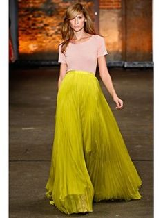 love the bright color and the fullness in this skirt!