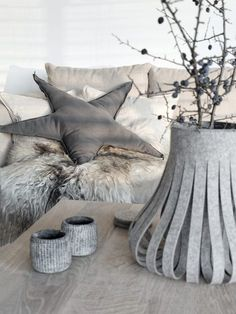 See more ideas about Decor, Planting flowers and Modern moroccan decor. Diy Interior, Interior And Exterior, Hygge, Star Cushion, Deco Floral, Sewing Pillows, Textiles, Christmas Deco, Christmas Time