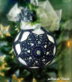 Pallina blu in filato lamé Christmas Bulbs, Christmas Decorations, Holiday Decor, Beautiful Christmas, Crochet Hooks, Projects To Try, Knitting, Anna, Knits