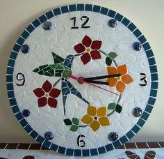 Relógio de mosaico feito com pastilhas de vidro. R$ 90,00