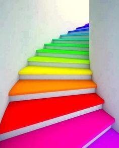 Schildertip: treden om en om schilderen, laten drogen en dan de andere treden. Kun je toch nog de trap op.