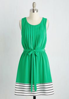 You've Got a Friend in Glee Dress in Clover. As bright as your brio and as sweet as your salutations, this kelly green dress was made for you! #green #modcloth