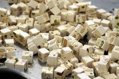 Milujete turecký med z poutí? Tak nečekejte na další a udělejte si turecký med doma a levněji! - ProSvět.cz Food To Make, Food And Drink, Candy, Homemade, Chocolate, Drinks, Sweet, Toffee, Beverages