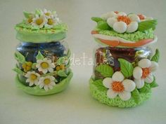 Jars decorated with polymer clay Sculpey Clay, Polymer Clay Projects, Polymer Clay Creations, Polymer Clay Art, Porcelain Clay, Ceramic Clay, Cold Porcelain, Mason Jar Crafts, Bottle Crafts