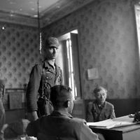 WW2 Photo WWII German POW Questioning by US Army  Italy World War Two / 2400