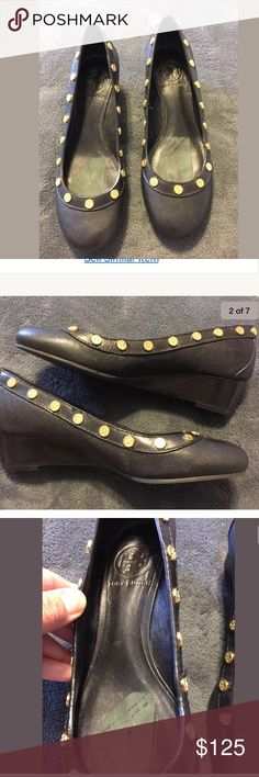 TORY BURCH Leather Gold Logo Wedge Heels Sz 6 M TORY BURCH   Black Leather  Gold Logo Rivet Detail  Wedge Heels  Sz 6 M  Excellent used condition. The inside has rag mark removal seen in picture, this obviously doesn't effect the rest of the condition- which show little wear. Beautiful, quality made shoes! Tory Burch Shoes Wedges