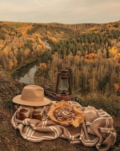 Autumn Aesthetic, Brown Aesthetic, Aesthetic Images, Autumn Witch, Autumn Cozy, Fall Winter, Autumn Photography, Hello Autumn, Coven