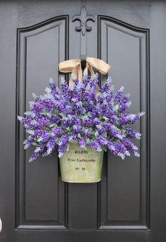 12 Beautiful Door Decorations That Aren't Wreaths Front Door Decor – Front Door Decorating Ideas Spring Door Wreaths, Summer Wreath, Winter Wreaths, Holiday Wreaths, Mother's Day Bouquet, Spring Bouquet, Lavender Wreath, Lavender Bouquet, Deco Floral