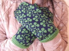 Heather's  Mittens #knit #free_pattern