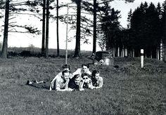 1955 nahm meine Mutter an einer Studienreise der Innenarchitekturklasse A der Meisterschule für das Kunsthandwerk Berlin teil. Man fuhr mit drei VW Bussen. Text und Bild: Christoph Reichelt