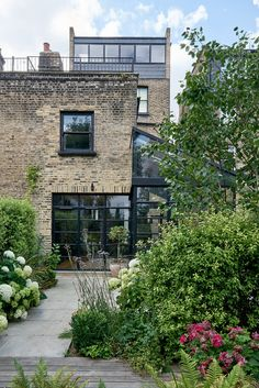 Modern Extension Using Crittall Windows Refreshes Victorian Terrace House Terraced House, Victorian Terrace House, Victorian Homes, Interior Exterior, Exterior Design, Crittal Doors, Crittall Windows, Glass Extension, Extension Ideas