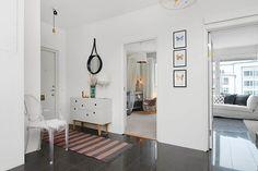 Stockholm apartament - white hall