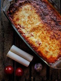 Cannelloni mit Spinat Füllung in leckerer Tomatensauce und mit Käse überbacken. Super lecker aus dem Ofen genießen, Pasta mit Spinat Frischkäse und Muskat