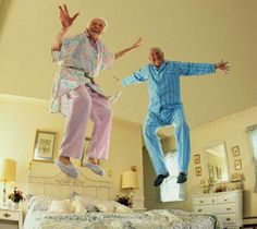2 little old people jumping on the bed ♪♪♪