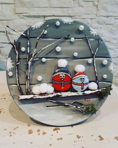Chrismukkah decoration idea with painted rocks - Kinder Weihnachten Christmas Pebble Art, Christmas Rock, Diy Christmas Ornaments, Diy Christmas Gifts, Christmas Projects, Holiday Crafts, Christmas Decorations, Christmas Scenes, Christmas Squares