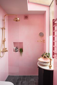 We are feeling the LOVE for this perfectly pink bathroom by @pinkhousepins which features our Aquitaine mixer, Georgian shower set and wall-mounted shaving mirror in polished brass 📸 @susieblowe #perrinandrowe #pinkbathrooms #colourfulbathrooms #modernbathrooms #realbathroominspiration #bathroomdesignideas #brightbathrooms #bathroomideas #brassbathroomtaps #beautifulbathrooms #luxurybathrooms #polishedbrass Bad Inspiration, Bathroom Inspiration, Bathroom Ideas, Interior Inspiration, Bathroom Organization, Bathroom Remodeling, Pink Bathroom Decor, Remodeling Ideas, Pink Home Decor