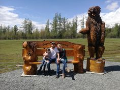 Cainsaw wood carver bear benches from woodcarving.sk