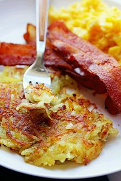 The best hash browns (perfect hash brown recipe) grandbaby cakes breakfast What's For Breakfast, Breakfast Dishes, Breakfast Recipes, Breakfast Potatoes, Breakfast Hash Browns, Breakfast Casserole, Hashbrown Breakfast, Pastas Recipes, Cooking Recipes