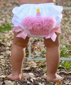 Adorable! Pink ruffle cupcake diaper cover - perfect for a first birthday...