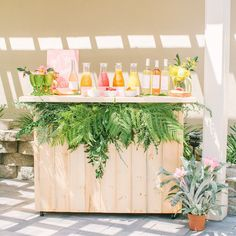What's a bridal shower at brunch without a mimosa bar? @Abbyguido planned this tropical paradise for her sis's shower and we're sharing it #onIBTtoday! (Link in profile Styling: @beijosevents Photo: @yasminsarai Signage: @meghannminiello Flowers: @wildchildflowers)
