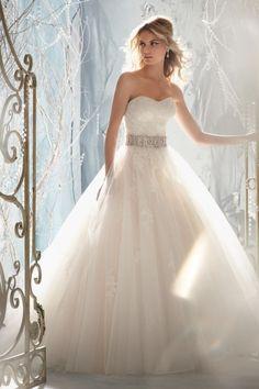2013 Wedding Dresses A Line Sweetheart Sweep/Brush Train Organza Beading & Sequince