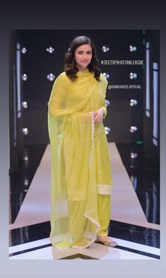 Simple Kurti Designs, Fancy Blouse Designs, Stylish Dress Designs, Stylish Dresses For Girls, Modest Dresses, Simple Dresses, Formal Dresses, Pakistani Fashion Party Wear, Pakistani Outfits
