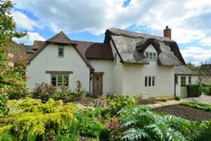 3 Bedroom Detached Cottage For Sale in Tewkesbury for Guide Price £795,000.