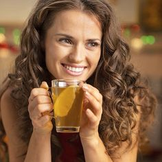 Do you suffer from colds and flu every year? There is much you can do to help your body recover naturally, and to avoid getting it in the first place. Organic Herbal Tea, Herbal Teas, Kili, Tea Recipes, Doterra, Health And Wellness, Herbalism, Alcoholic Drinks, Paleo