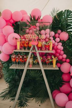 2019 Pool Party Trends Spring has arrived & it's time to start planning for a summer full of fun in the sun. To get you ready, we rounded up a list of the trendy pool decor, toys & treats this year. Check out what's trending in ideas decoration party 21 Party, Festa Party, Aloha Party, Pool Party Decorations, Pool Party Themes, Ideas Party, 18th Birthday Party Ideas Decoration, 21st Birthday Themes, Outdoor Birthday Decorations