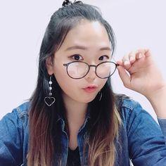 Being a nerdy with anytimeglasses 🤓 #anytimeglasses #glasses #eyewear #ootd #fashion #korean #koreanstyle #roundglasses #study #nerd