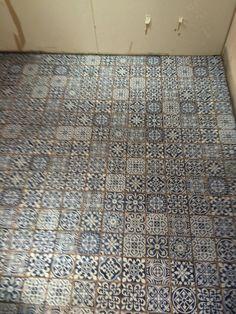Little bathroom floor