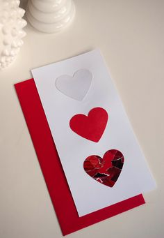 Make your own Valentine Day's cards using recycled magazines #valentinesday