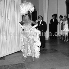 Josephine Baker behind the scenes at a summer gala at Sporting d'Eté, Monte Carlo African American Makeup, African American Hairstyles, African American History, Josephine Baker, Vintage Black Glamour, Mode Vintage, Monte Carlo, Star Wars, Old Hollywood