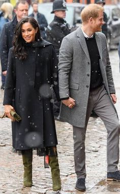 Prince Harry and Meghan Markle braved the winter weather on Friday for their royal visit to Bristol. The Duchess of Sussex kept warm in a stunning coat by Prinz Harry Meghan Markle, Meghan Markle Prince Harry, Prince Harry And Megan, Harry And Meghan, Royal Princess, Princess Meghan, Princess Diana, The Suits, Meghan Markle Outfits