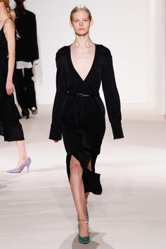 See the complete Victoria Beckham Spring 2018 Ready-to-Wear  collection.