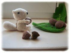 le crochet des8jika: Petit écureuil et sa noisette au crochet